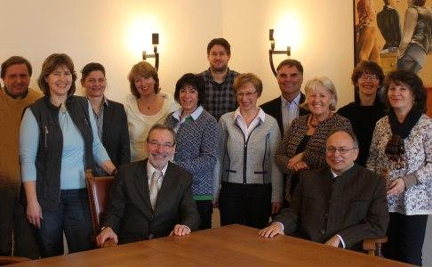Das Team der Gemeindeverwaltung mit den beiden Bürgermeistern
