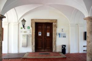 Eingang zum Rathaus in Weyarn